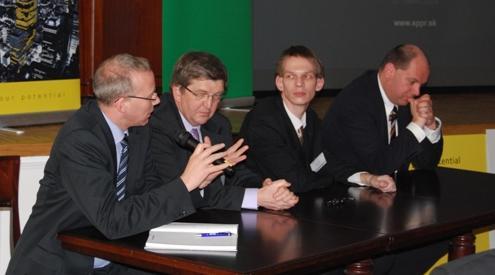 Hlavní řečníci odborného semináře PRINCE2 SLOVAKIA 2009 (10.3.2009, Penati club, Bratislava) - sleva: Trevor Smith, Veľká Británia, Claude Beffort, Luxemburg, Štefan Ondek, Slovensko, Xavier de Roeck, Belgicko